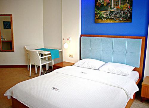 Fly Inn Hotel